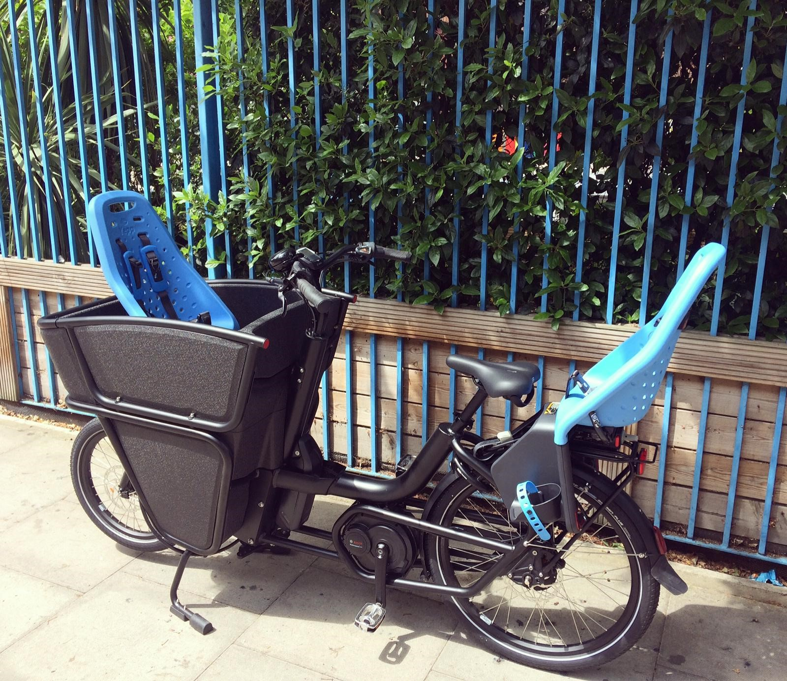 black Urban Arrow Shorty with child seats